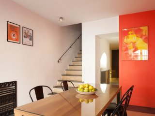 Casa Levante, stylish townhouse with terrace at a walking distance from the sea.