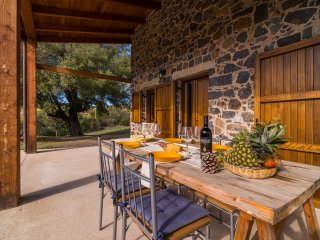 CASA PEDRA 2: caratteristica casa in pietra, 5 persone