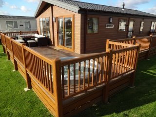 Stunning Lodge - With Hot Tub -  Tattershall Lakes -  Kingfisher Court