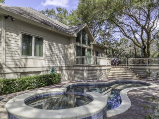 Fantastic 5 Bedroom - 5 bath private home in gated Palmetto Dunes with pool!