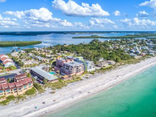 Large Beachfront Gulf of Mexico Condo on Manasota Key. Awesome views!