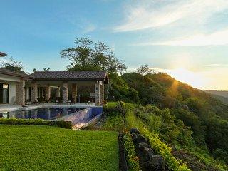 Brand New Luxury Villa La Hacienda Diamante Private Get Away