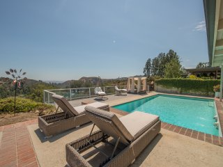MODERN HOLLYWOOD HILLS HOME-POOL-VIEW-LAKE-SIGN