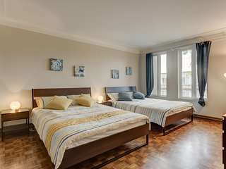 Sleeps 20, Fresh And Modern Apartment