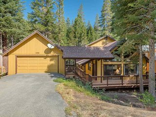 Gorgeous Cozy Northstar/Lake Tahoe Home - Hot Tub!