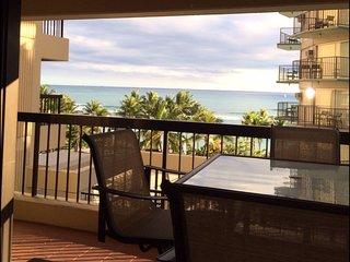 Tina's Waikiki Beach Tower- Heart Of Waikiki-Right Across the Street from Beach