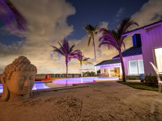 6BR Luxury Villa with 220 Feet of Breathtaking Waterfront Wide Bay Views
