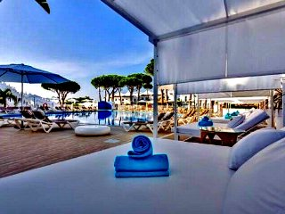 Casa M. Cabopino. Marina & Award Winning Beaches 1 Mile Away. NO CAR NEEDED