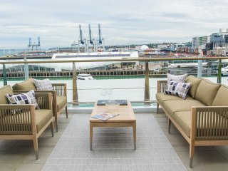 Luxury Waterfront Apartment on Princes Wharf