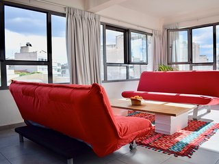Modern cosy apartment in Monastiraki, sleeps 4