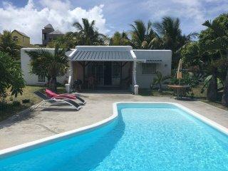 Joli bungalow avec piscine privee a 2 minutes de la plage