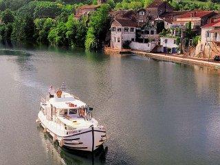 Louer une penichette, un bateau sans permis aux lignes traditionnelles