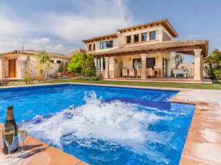 WONDEFULL SPACIOUS VILLA IN THE COUNTRYSIDE WITH PRIVATE POOL AND JACUZZI