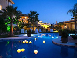 R Award Winning Aloha Hill Club 5★ Resort Near Puerto Banus, Marbella & Beaches