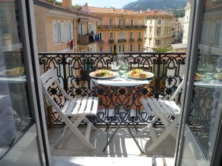 brand new apartment in the  hart of the centre of Menton at 100m of the beach.