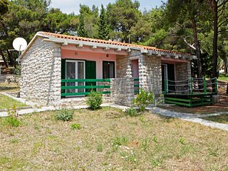 Angela 1 - a cozy holiday cottage only 100m from the sea and first beach