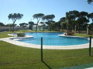 Apartamento 2 dormitorios, piscina, pista de padel, a 100 m. de la playa