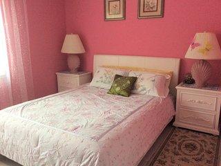 Comfortable Room Close to Downtown Sarasota