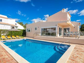 Luxury renovated villa with pool near beach and town