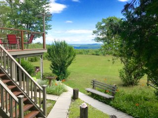 Tranquil Retreat, Stunning Views, Hot Tub, Fire pit, Ping-pong