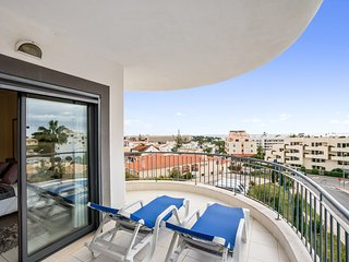 2Bed apartment w/ free wifi 800m from the beach