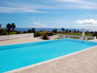 Unit 4 Amarilla Golf Villas - luxury 4 bed penthouse with stunning views
