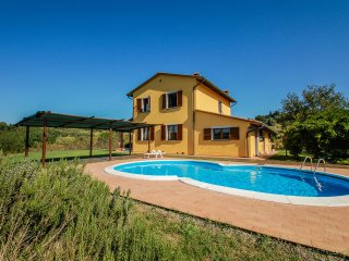 Villa with private pool, 2km from village, 35 km from Pisa and sea.