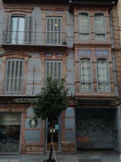Edificio en calle La Victoria frente a Pasaje Clemens.