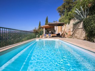 Provence 5 bed villa. Pool, outdoor kitchen, BBQ, walking distance to village