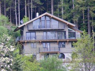 Wohnungen oder ganzes Haus, Alleinlage mit phantastischem Talblick und Garten