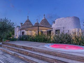 Luxury 4 bedroom trullo in Puglia. Infinity pool. Table tennis. Sleeps 8. A/C
