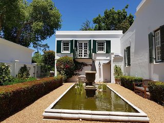Lovely Apartment with Terrace and Shared Pool, Cape Town, Constantia