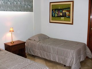 Cesar's House: Quadruple Duplex Bedrooms. Sleeps 4 - Breakfast included