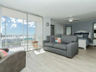 Stunning new listing! Just remodeled, 8th Floor, Gulf View, Walk to Beach, Sleep