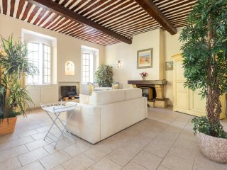 Very charming studio apartment on port in Cannes, short walk to Palais