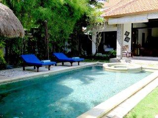 DeJa Vu, 3 Bedroom Villa, closed living, Seminyak