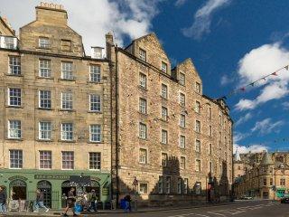 3 Bedroom Apartment in Grassmarket, Edinburgh (11)