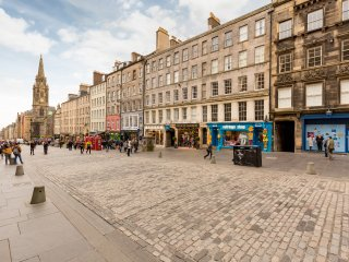 2 Bedroom Apartment on Edinburgh's Royal Mile (7)