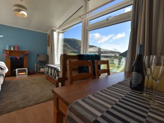 'Up Yonder' 2 Bedroom Chalet near Tywyn, Sleeps 4, with stunning Mountain Views