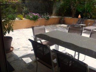 magnifique 3 pièces + 120m² de terrasse, clim, wifi, parking