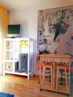 Salon mesa comedor y TV!
