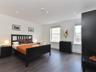 3 Bedroom Apartment  in London 83769