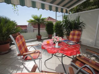 Apartment Nane - One Bedroom Apartment with Terrace and Sea View