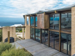 'Dolphin Cove' Tura Beach - Architect designed home full of light & views