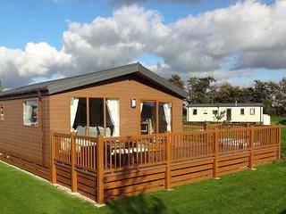 Brand New Lodge - Tattershall Lakes -  Kingfisher Lodge -  With Hot Tub