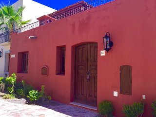 FN127- Cozy Casa Chica close to beach