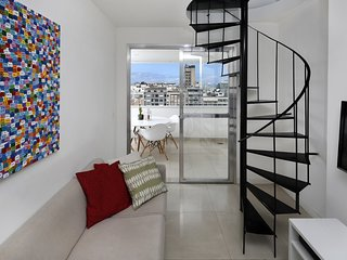 THIS IS A RARE FIND !  Amazing Penthouse duplex 2 bedrooms in Copacabana
