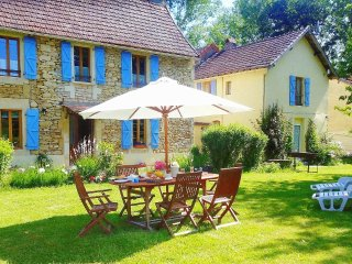 Le Four a Sel Farmhouse nr Lascaux & sites ,Pool Pingpong ,Playground, Fishing
