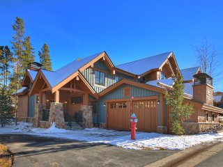 Lavish Alpine Getaway for Summer Enthusiasts 2Story Townhome