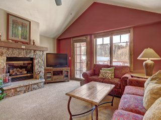 Bright + Scenic 2Br - 7ppl Steps to Ski Lifts + Main Street